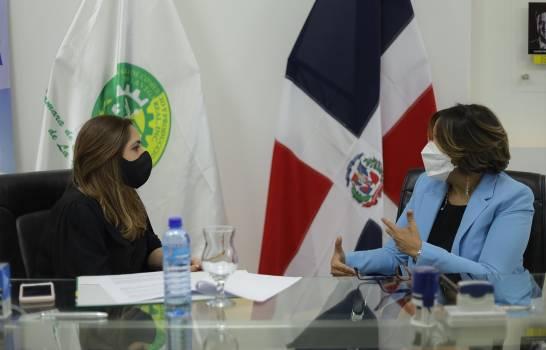 Entidades firman convenio para formar a mujeres emprendedoras en La Vega