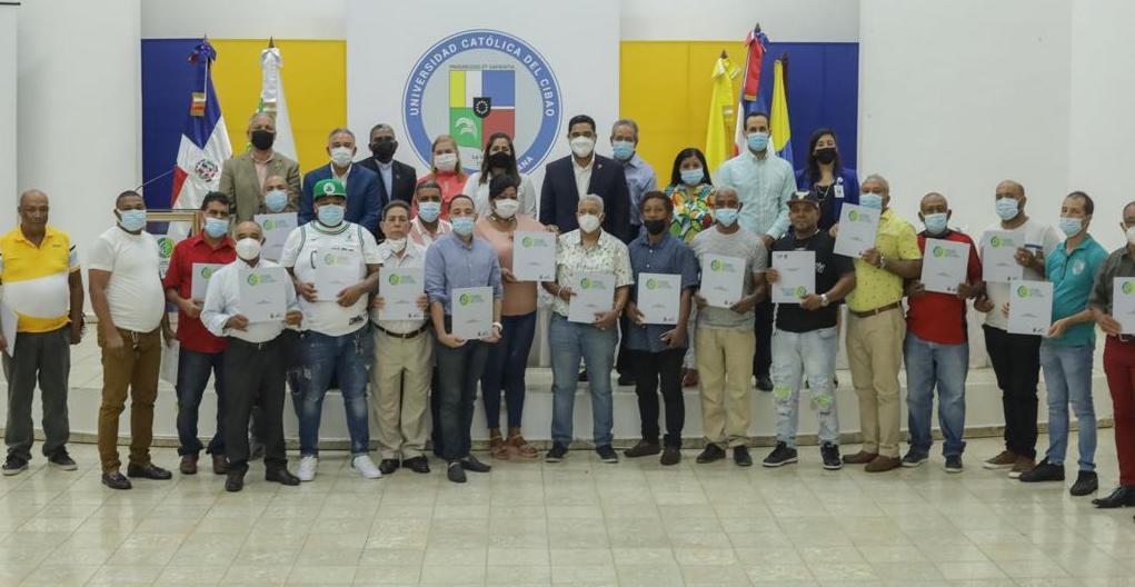 Graduación del Programa de Capacitación de Micro Empresarios del Mercado Público de La Vega